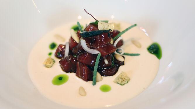 Julio Vázquez, del restaurante El Campero de Barbate, hizo este plato.