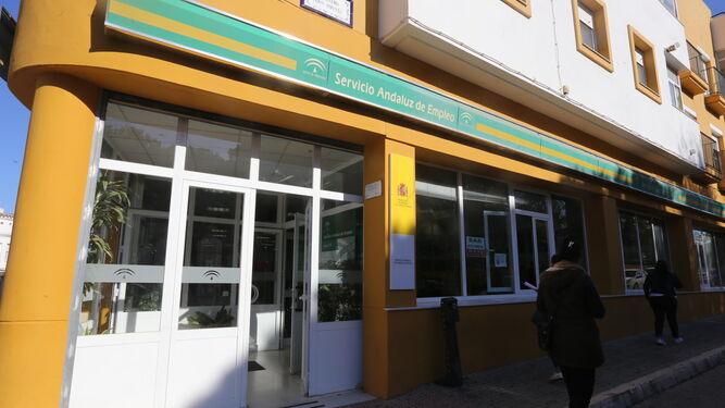 Imagen de archivo de la entrada a las dependencias del Servicio Andaluz de Empleo (SAE) de la ciudad.