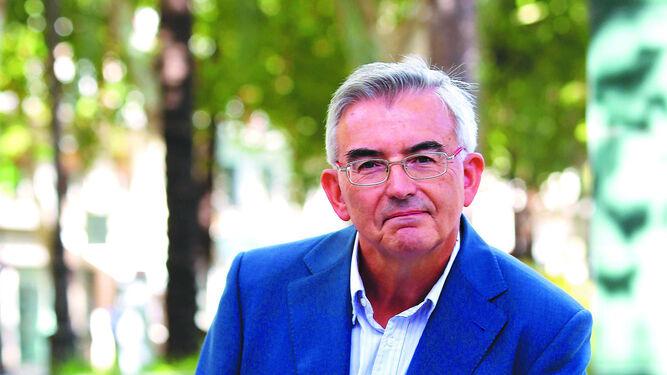 Un médico para todos LeopoldoMartínTreinta años de servicio en el Puerta del Marentrada en Cádiz con             un esqueleto
