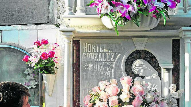 El nicho con los restos de Hortensia, en el cementerio sanroqueño.