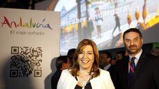 Susana Díaz con el consejero de Turismo, en Fitur.