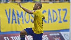Alfredo Ortuño  celebra uno de los  goles que ha  marcado este curso