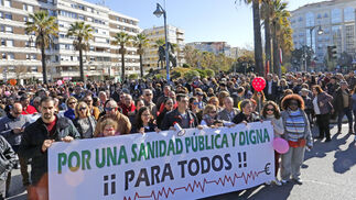 La marcha contra los recortes en la sanidad, ayer en Jerez.