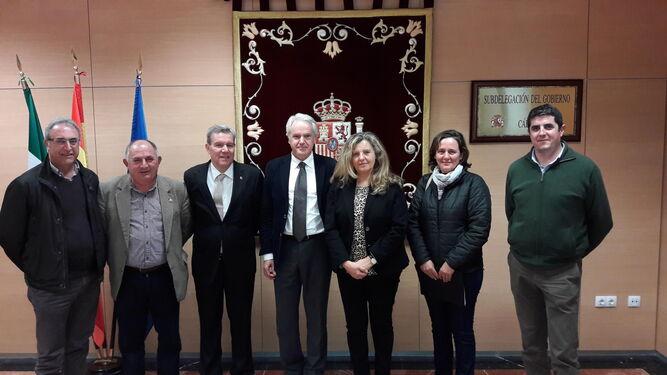 El subdelegado, con el presidente de Horeca y representantes de la Asociación de Campings.