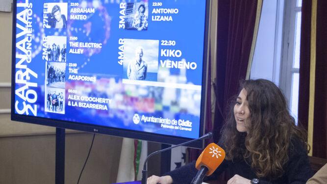 María Romay presenta los conciertos del Carnaval 2017.