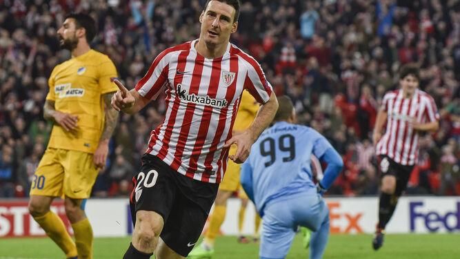 Aduriz celebra su gol.
