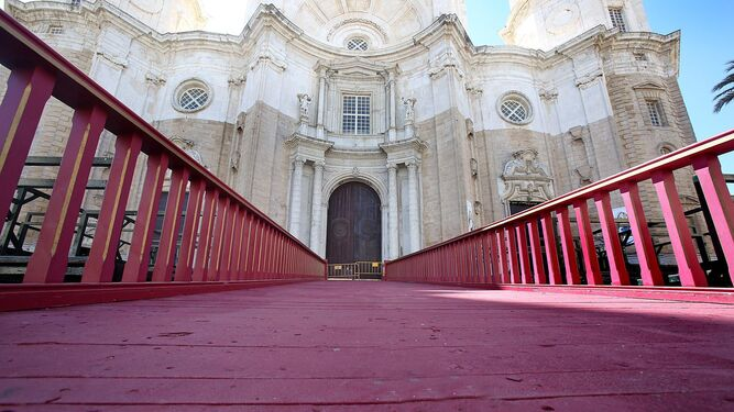 Puerta principal de la Catedral.