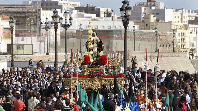 El paso de San Juan Evangelista, que este año no recorrerá las calles de la ciudad al estar afectado por carcoma.