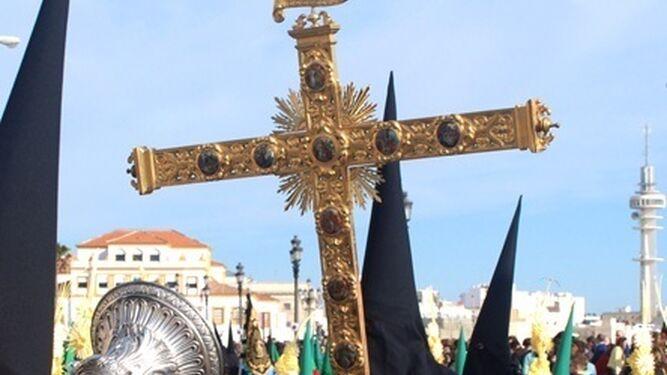 Cruz de Guía de la hermandad.