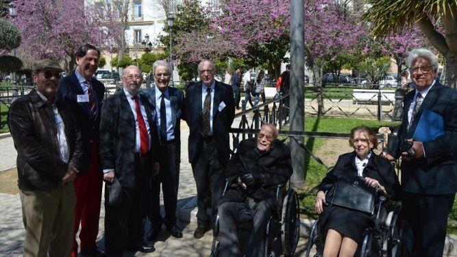 Francisco Ponce y Paz Calvo con Rafael O´Donnell, Aurelio García de Sola, Enrique García-Agulló, Antonio Garrigues Walker, José Pedro Pérez Llorca y Hans Joseph Artz.