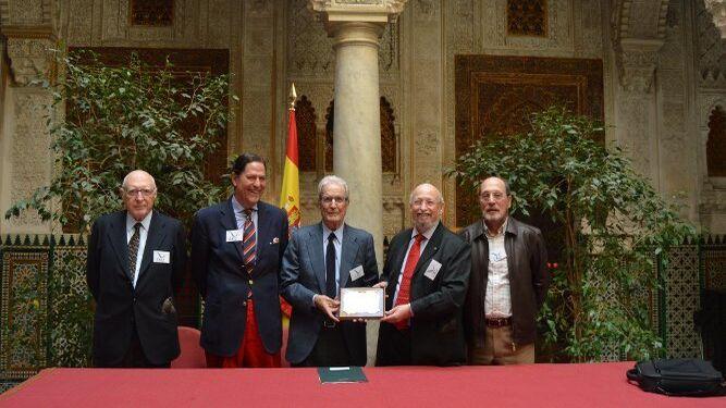 José Pedro Pérez-Llorca, Aurelio García de Sola, Antonio Garrigues Walker y Rafael O´Donnell, durante la entrega del premio.