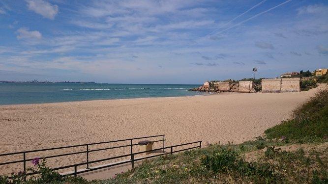 Vista de la playa de La Muralla esta mañana.