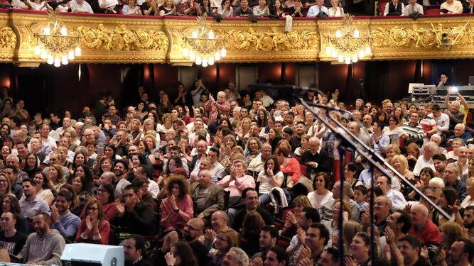 El público del Teatro del Liceo presenciando las actuaciones de las agrupaciones gaditanas el pasado domingo.