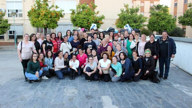 Cuadrilla de mujeres costaleras de la Hermandad del Medinaceli.