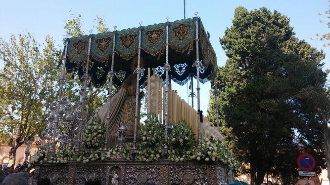 La Virgen del Patrocinio, tras su salida del Carmen.