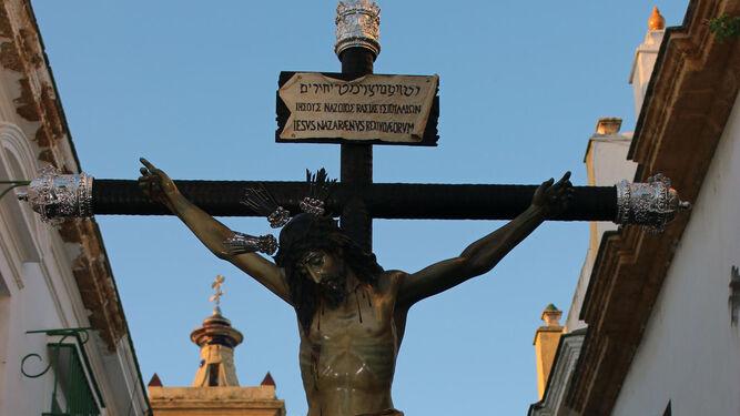 Cristo del Perdón a su paso por calle Vaqueros.