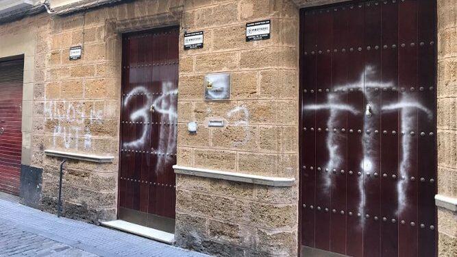 La puerta del Consejo de Hermandades, en la calle Cobo