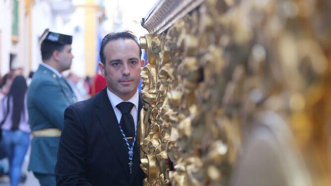 Jesús Andrades, el pregonero de la Semana Santa 2017, ejerciendo de capataz.