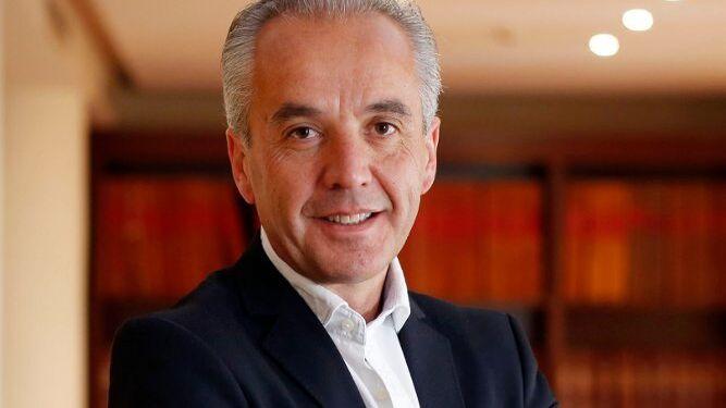 Alfonso Moscoso, fotografiado el pasado jueves en la hemeroteca de 'Diario de Cádiz'.