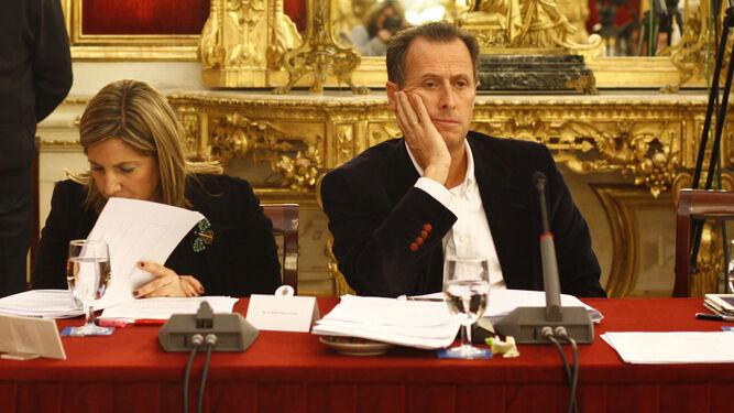 Irene García y José María Román, fotografiados en un pleno de la Diputación del mandato anterior, en noviembre de 2012.