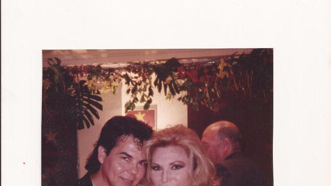 Rocío Jurado junto a Antonio Ardón. La gran cantante fue su musa y la vistió durante más de 20 años.