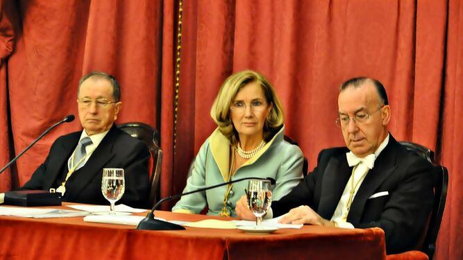 María del Carmen Cózar presidiendo un acto cuando era directora de la Real Academia Hispano Americana,