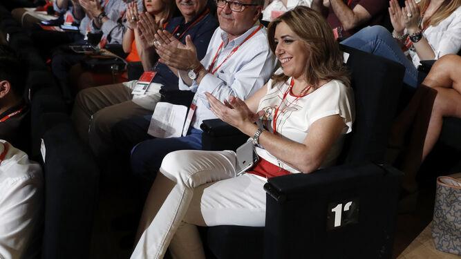 Susana Díaz aplaude durante un momento del Congreso