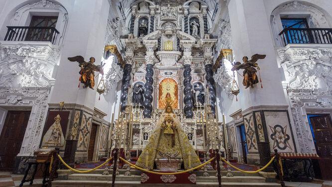 La procesión recuperadaEl clero alrededorFieles y asociaciones privadas Cofradías históricasHermandades