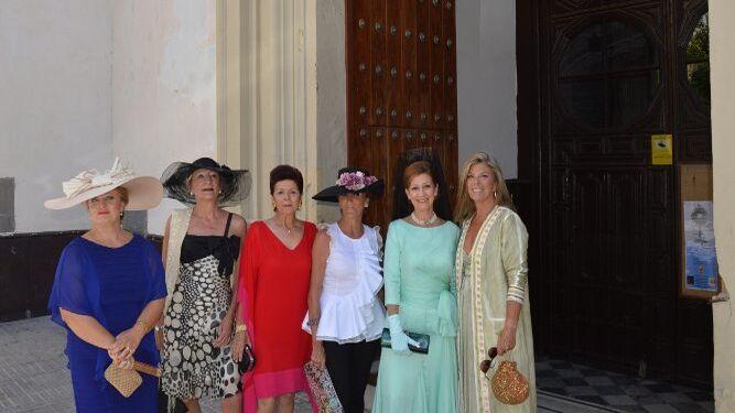 Ángeles Sancho, Pilar Dorado, Esperanza Peinado, Mercedes Julbes, Charo Lacave y Carmen Sifferle.