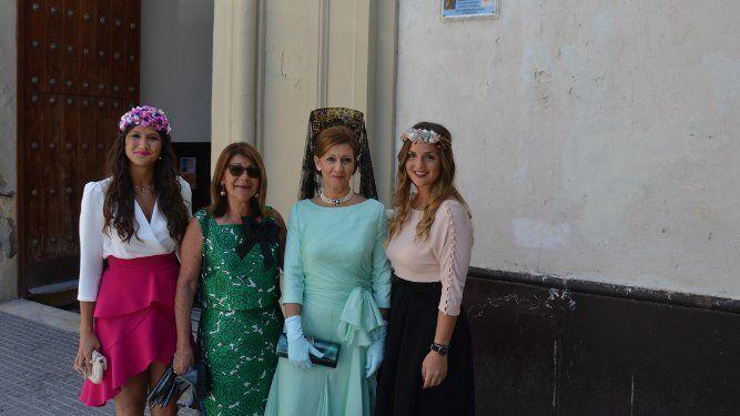 Bea Elorza, las hermanas Mamen y Charo Lacave y Begoña Elorza.