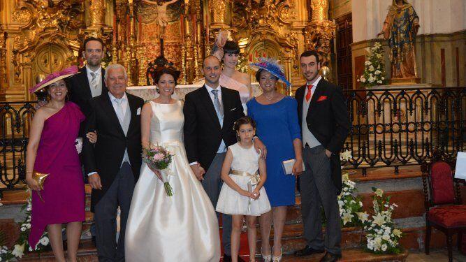 Los novios con Isabel y Manuel Mateos Muñoz, Manuel Mateos López, Encarni Muñoz, Tamara García  y Manuel e Isabel Mendonza.