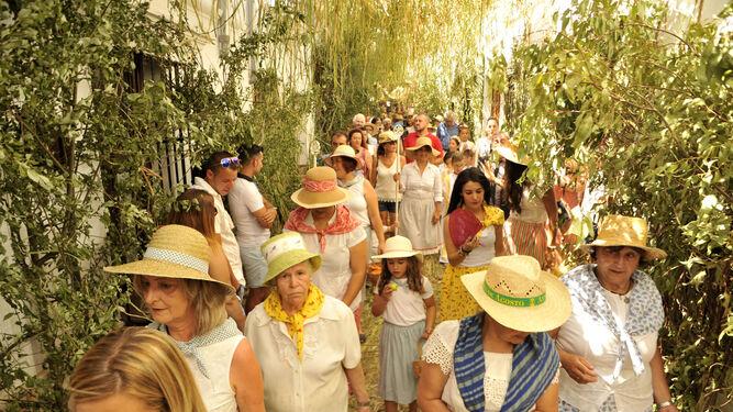 Mujeres gastoreñas ataviadas con ropas de pastora.