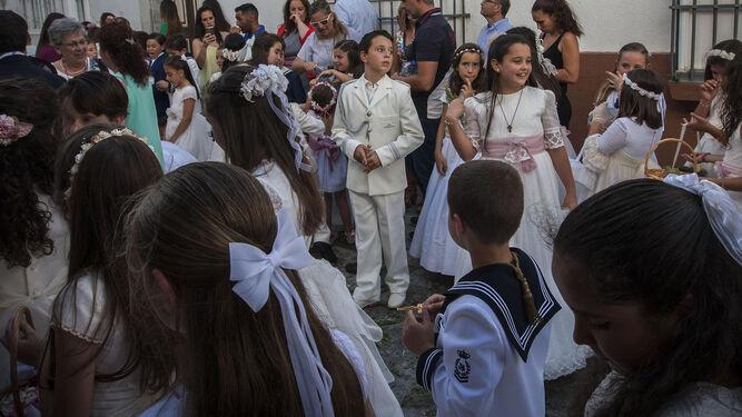 Niños de Primera Comunión, en una tradicional estampa del Corpus.