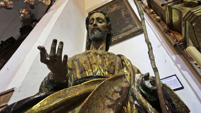La talla de San José afectada, sin el brazo izquierdo.