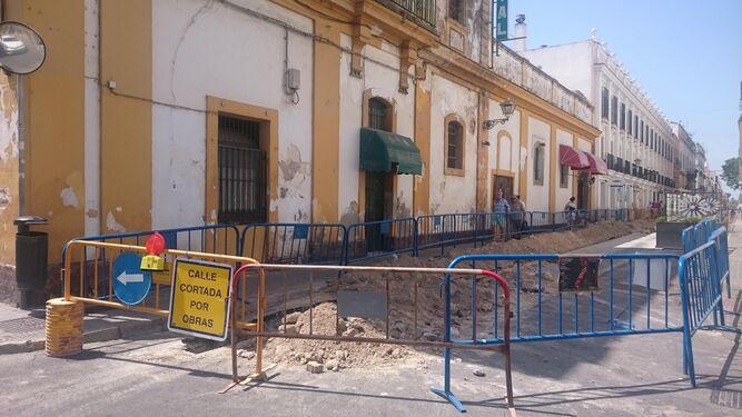 Una imagen de las obras que se ejecutan en la calle Aurora, para la instalación de la red de gas.