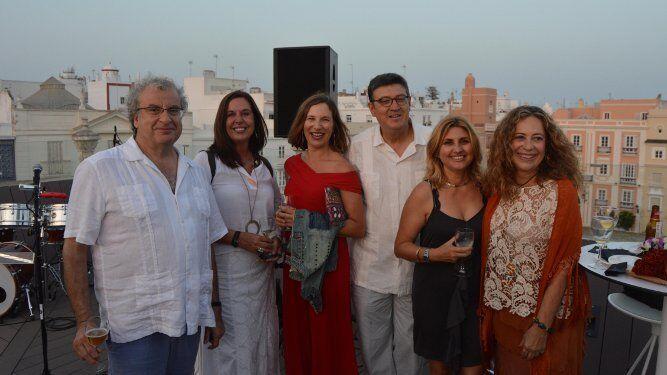 José María Calleja, Carmen Bolullo, Lourdes Acosta, Jorge Bezares, Pilar Vicente y la diseñadora Tere Torres.