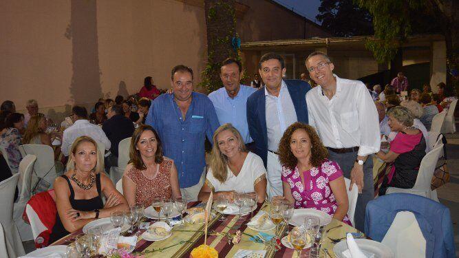 Mila Linares, Esther Gordillo, Elaine Graf, Teresa Domínguez, Tomás Valiente, Pepe Expósito, Francisco García Poch y José Ramón Castro.