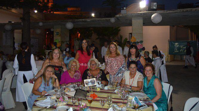 Milagros y Charo Periñán, Encarnación Serrano, Carmen Pájaro, las hermanas Macu, Gloria y Mila Barberá y Pepa Brigán.