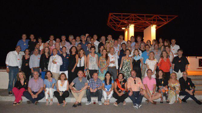 El grupo de antiguos alumnos del colegio de San Felipe Neri, perteneciente a la promoción de 1970-82, durante el encuentro veraniego en el restasturante El Bebo los Vientos.