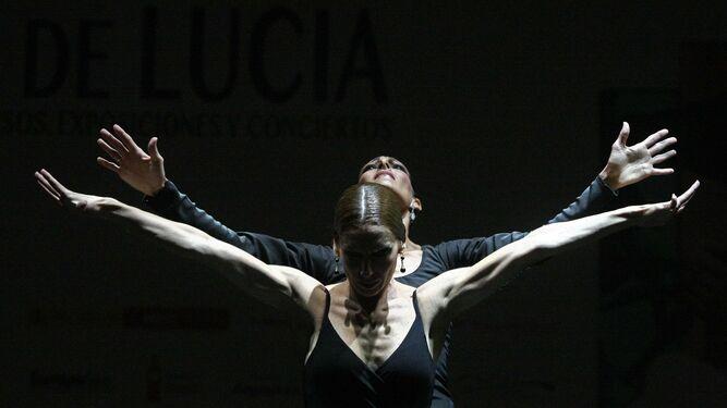 Úrsula y Tamara López, durante su actuación de ayer en Algeciras.