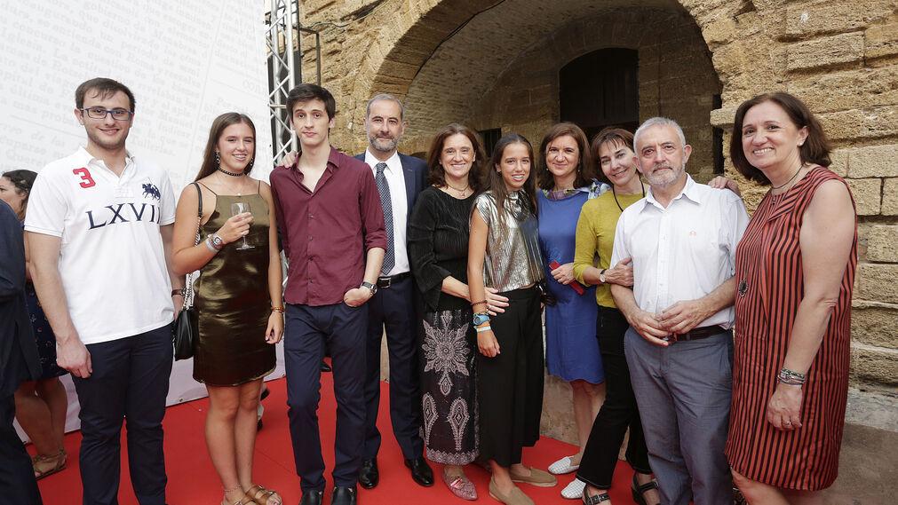 De izquierda a derecha: Jaime Hidalgo, Natalia Derqui, Javier Hidalgo, José Antonio Hidalgo, Fátima Salaverri, Blanca Derqui, Eva Salaverri, Nuria Cifuentes, Rafael Hidalgo y Ester Salaverri.
