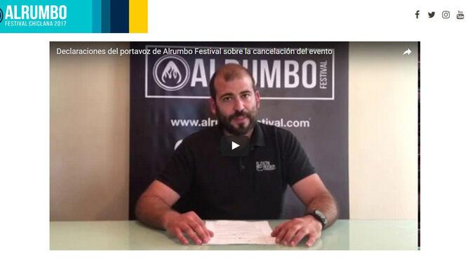Captura de la web de Alrumbo en la que aparece José Domínguez, portavoz del festival, en un vídeo en el que pide la dimisión al alcalde de Chiclana.