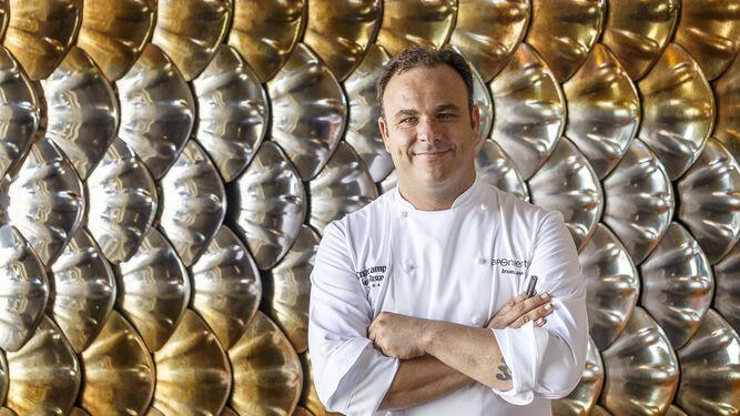 El chef Ángel León, posando en su restaurante Aponiente.