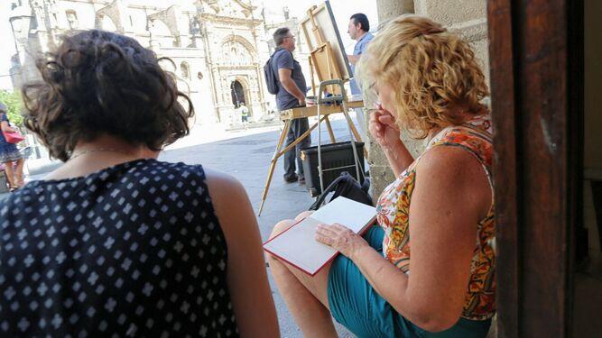 Los artistas se acomodaron en los rincones de la plaza de España.