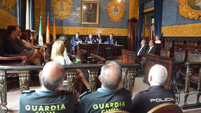 El salón de plenos del Ayuntamiento de Algeciras, durante la visita de ayer del ministro del Interior, Juan Ignacio Zoido.