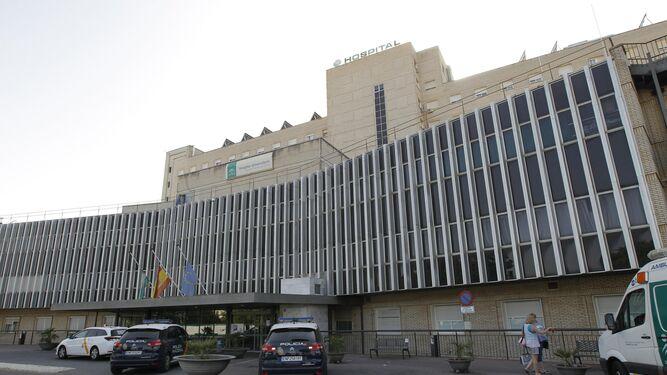 Entrada principal del hospital de Valme.