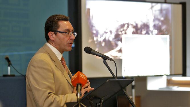 El filólogo y escritor José Antonio Aparicio durante una conferencia.