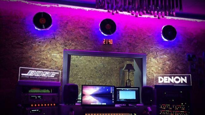 Imagen de una parte del equipo de Nashville Studio, en Jerez.