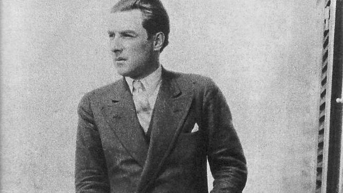 Roberto Arlt, fotografiado en un balcón de Buenos Aires en 1935, antes de su viaje a España.