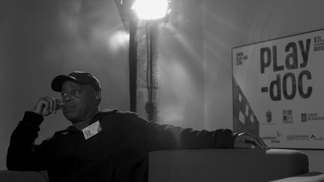 El director afroamericano Charles Burnett.